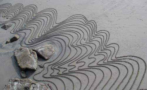 Patelgé, land art, rake art, sand art, dessin sable, sable, dessin rateau, dessin bâton, art contemporain, perros-guirec, trastraou, bretagne, côtes d'armor, le pli baroque