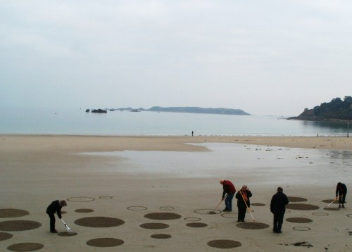 patelgé,land art,beach art,rake art,dessins sur le sable,flash mob,trestraou,perros-guirec,bretagne,côtes d'armor
