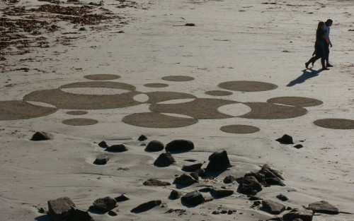 patelgé,perros guirec,land art,landart,beach art,plage art,sable, ronds, noir, blanc, contre jour
