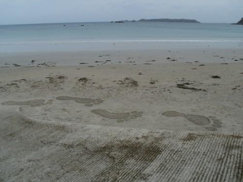 patelgé,perros guirec,land art,landart,beach art,plage art,sable, pas à pas, autisme, empreintes de pieds, podologue