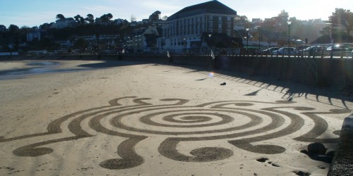Patelgé, land art, rake art, beach art, dessin sable, art, perros-guirec, trestraou, bretagne, plage, partition spiralée, abstraction lyrique