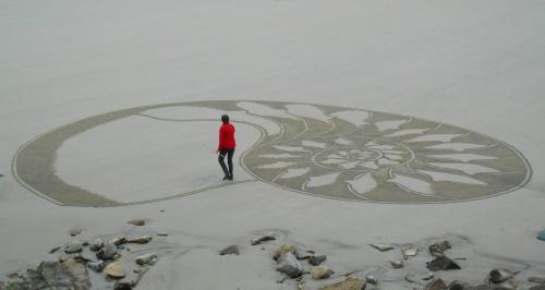 Patelgé, land art, rake art, beach art, dessin sur sable, dessin au rateau, armorique vitrail, nautilus, Pauline Le Goïc, trestraou, perros-guirec, bretagne, art, art contemporain