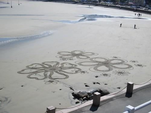 patelgé,land art,rake art,beach art,art,dessins sur le sable,dessin au rateau,sable,art contemporain,perros-guirec,bretagne,trestraou,côtes d'armor,que ce bouquet de mer