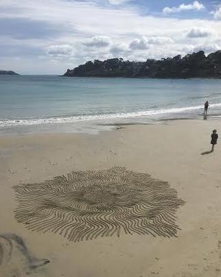 Patelgé, land art, rake art, sand art, dessin sable, sable, dessin rateau, dessin bâton, art contemporain, perros-guirec, trastraou, bretagne, côtes d'armor, Inti