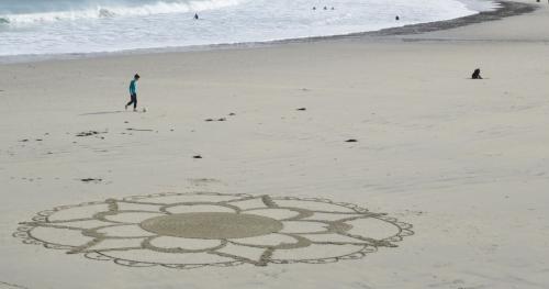 Patelgé, land art, rake art, beach art, sand art, dessin au rateau, dessin sur le sable, sable, plage, art contemporain, art, dessin, perros-guirec, trestraou, bretagne, côtes d'armor, kolam du matin
