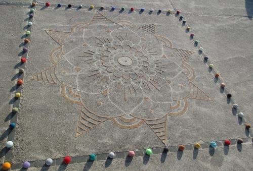Patelgé, land art, rake art, beach art, dessin sur sable, sand art, dessin au rateau, art, art contemporain, bretagne, côtes d'armor, kolam pour l'estran, festival de l'estran, trégastel