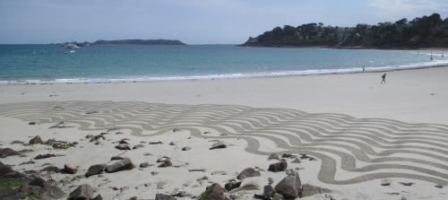 Patelgé, land art, rake art, beach art, dessin sur sable, dessin au rateau, trestraou, perros-guirec, bretagne, art, art contemporain, nouvelle vague