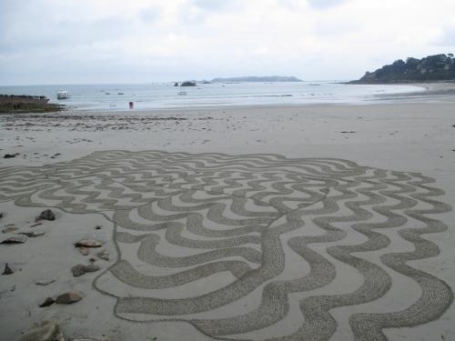Patelgé, land art, rake art, beach art, sand art, dessin sur sable, dessin au rateau, trestraou, bretagne, perros-Guirec, art contemporain, art, sable, plage