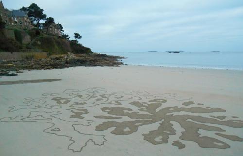 Patelgé, land art, rake art, beach art, sand art, dessin au rateau, dessin sur le sable, sable, plage, art contemporain, art, dessin, perros-guirec, trestraou, bretagne, côtes d'armor, territoires d'Anaximandre