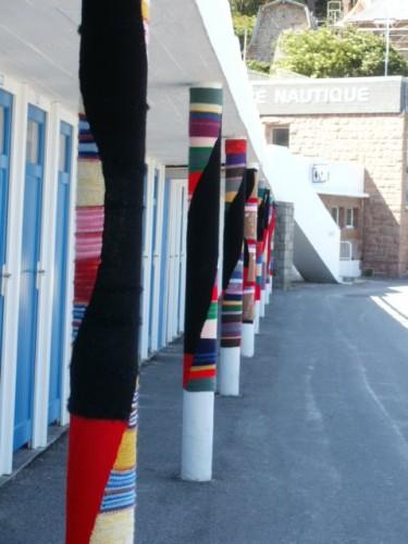 poteaux, tricot, perros guirec, trestraou,landart,art tricoté,knit art