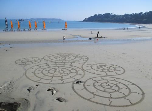 Patelgé, land art, rake art, beach art, dessin sable, art, perros-guirec, trestraou, bretagne, plage, dessins sur le sable, reptilienne spirale