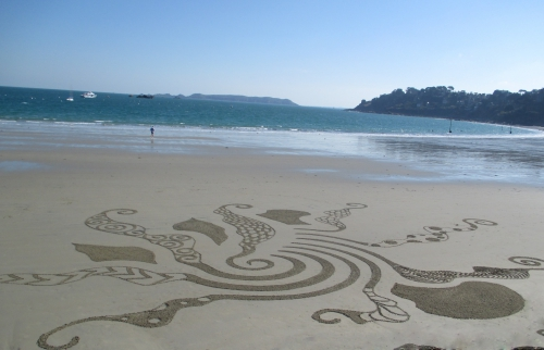 Patelgé, land art, rake art, beach art, dessin au rateau, dessin sur le sable, dessin plage, plage, art contemporain, art, trestraou, perros-guirec, côtes d'armor, bretagne, votex de la carte joker