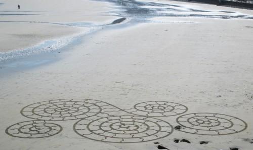 Patelgé, land art, rake art, beach art, dessin sable, art, perros-guirec, trestraou, bretagne, plage, dessins sur le sable, Pour Omo et Mékong
