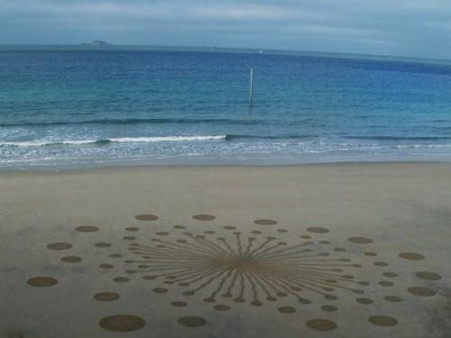 Patelgé, land art, rake art, beach art, dessin sable, art, perros-guirec, trestraou, bretagne, plage, dessins sur le sable, l'envol des fruits