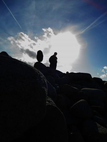 patelge, pierre levée, menhir, rock balancing, perros guirec, landart, land art, art plage, art pierre, equilibre pierre, ile grande, trégor