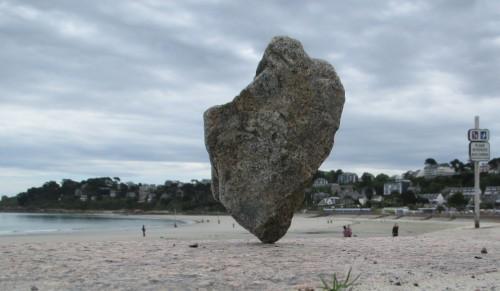 patelge, pierre levée, menhir, rock balancing, perros guirec, landart, land art, art plage, art pierre, equilibre pierre, trestraou, trégor, perros-guirec, l'aplomb des gemmes
