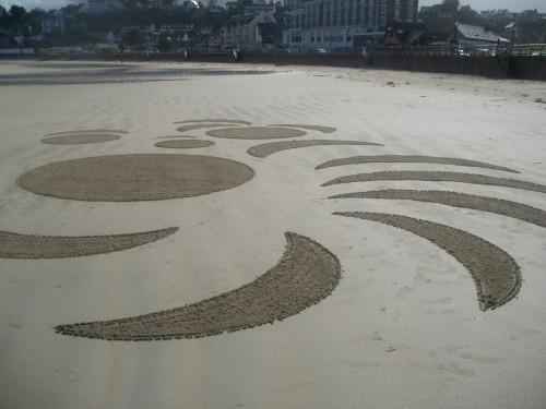 Patelgé, land art, rake art, beach art, dessin sable, art, perros-guirec, trestraou, bretagne, plage, embruns, en brins de sable