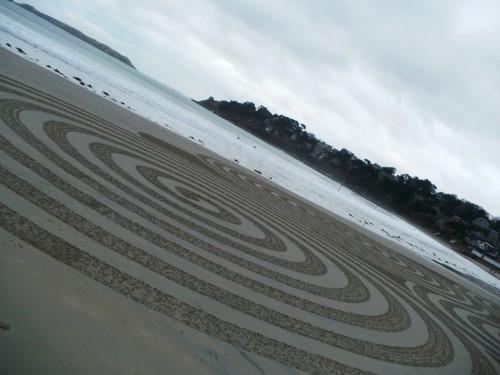 patelgé, land art, rake art, beach art, dessin sable, dessin au rateau, giant sand, ronds sur le sable, sand art, perros-guirec, trestraou, bretagne