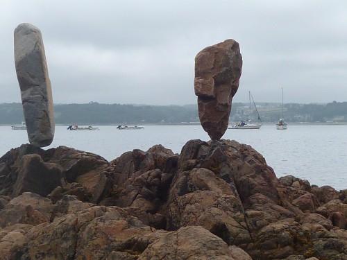 land art,landart,pierre levée,equilibre de pierre,patelge,perros guirec,beach art