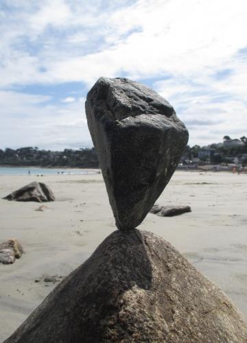 Patelgé, land art, rock balancing, équilibre de pierre, pierres levées, caillou debout, art, art contemporain, plage, galet art, trestraou, perros-guirec, bretagne