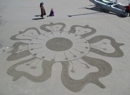 Patelgé, land art, rake art, beach art, dessin sur sable, sand art, dessin au rateau, art, art contemporain, trestraou, bretagne, perros-Guirec, Rafflesia, plus grosse fleur du monde