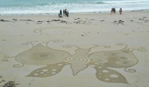 Patelgé, land art, rake art, beach art, sand art, dessin au rateau, dessin sur le sable, sable, plage, art contemporain, art, dessin, perros-guirec, trestraou, bretagne, côtes d'armor, Imago pour Ilana et Léa