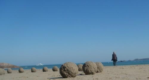 Patelgé, land art, rake art, beach art, dessin sable, art, perros-guirec, trestraou, bretagne, plage, dessins sur le sable, boules de sable, effet boules de neige