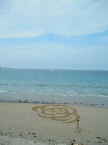 patelgé,land art,rake art,beach art,sand art,dessin sur sable,dessin au rateau,trestraou,perros-guirec,bretagne,sable,plage,art contemporain,art,dessin,rosa soram rosae
