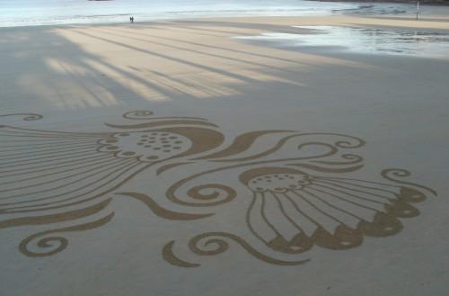 patelgé,land art,plage art,sable, rake art, beach art, trestraou, perros-guirec, bretagne, art, sable, ombres, à la portée des ombres, dessin éphémère