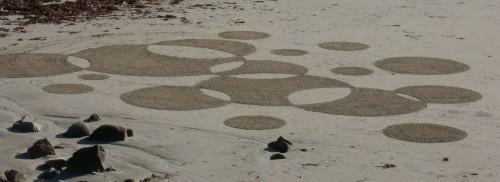 patelgé,perros guirec,land art,landart,beach art,plage art,sable, ronds, noir, blanc