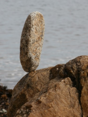patelge,pierre levée,menhir,rock balancing,perros guirec,landart,land art,art plage,art pierre,equilibre pierre