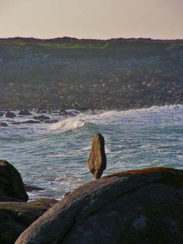 rock balancing,landart,patelge,perrosguirec,pierre levée,menhir