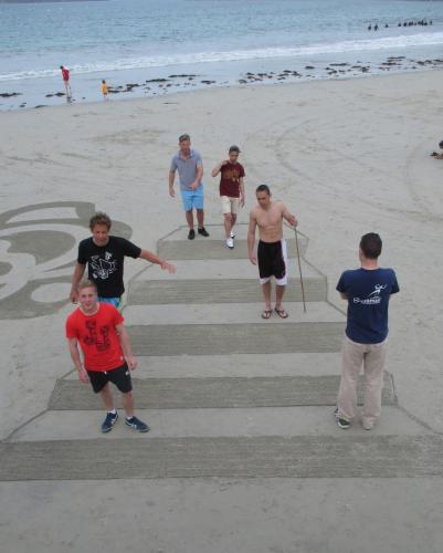 Patelgé, land art, sand art, beach art, dessin sur sable, dessin au rateau, bretagne, perros-guirec, trestraou, accueil étudiants belges, liège, art, art contemporain