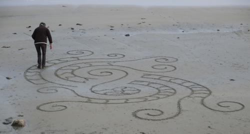 Patelgé, land art, rake art, beach art, sand art, dessin au rateau, dessin sur le sable, sable, plage, art contemporain, art, dessin, perros-guirec, trestraou, bretagne, côtes d'armor, squamates