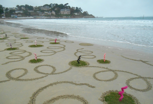 Patelgé, land art, rake art, beach art, kitting art, art tricot, dessin sur sable, pig parade, big mascarade, big rigolade, art politique, art et contestation, perros-guirec, trestraou, bretagne